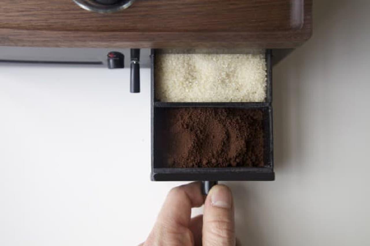 コーヒー粉や砂糖を保存するスペース
