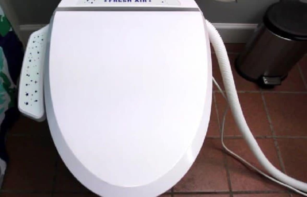「Fresh Air Plus」は匂い問題を解決する便座  ホース経由で匂いを排気する