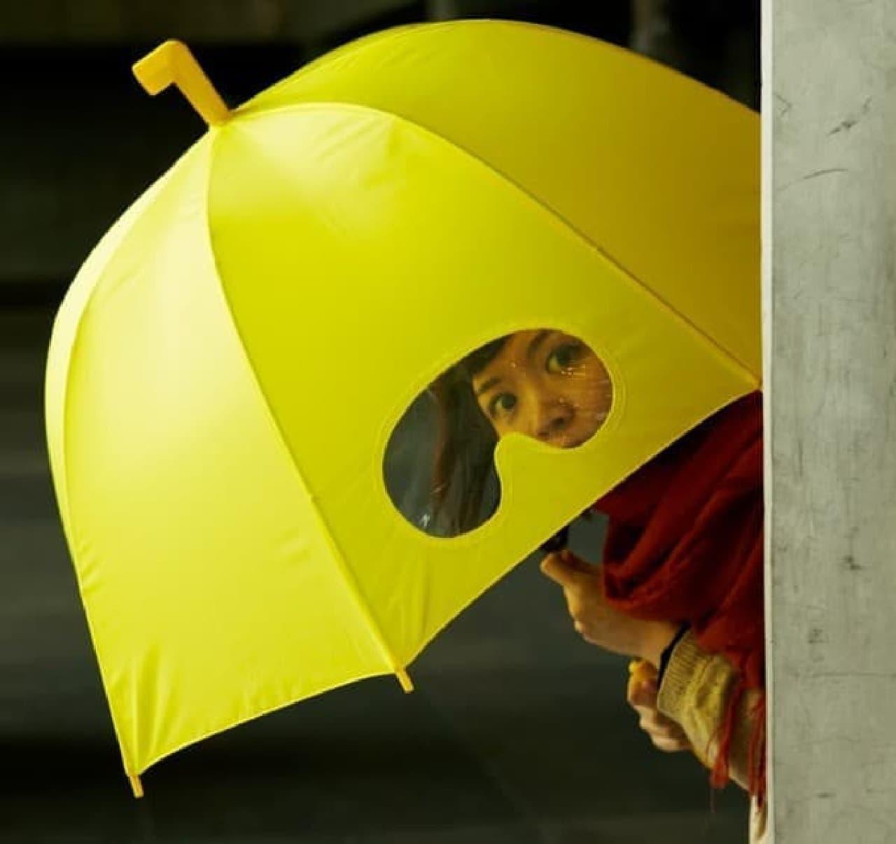 ゴーグル(っぽい小窓)が取り付けられた傘「ゴーグルアンブレラ」
