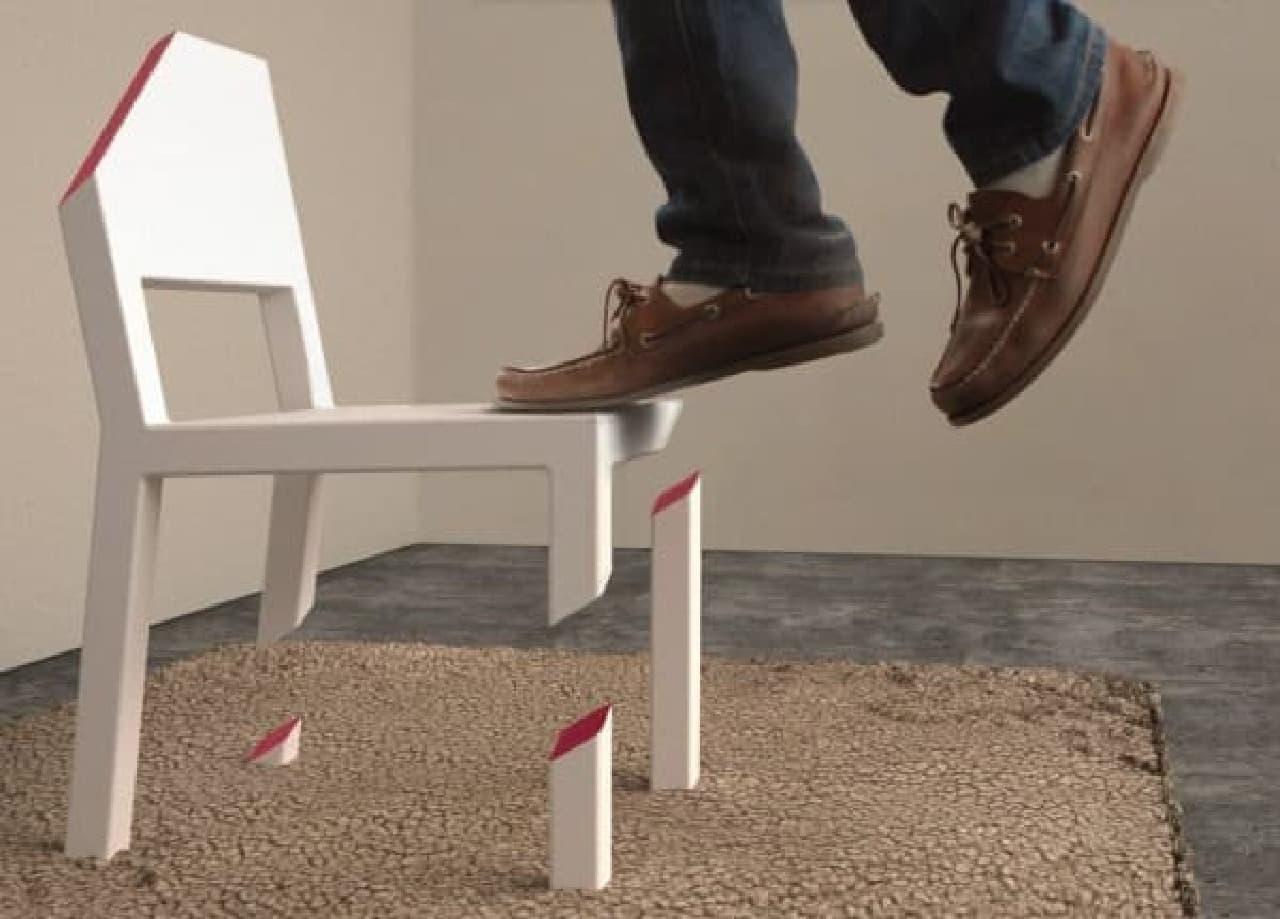 宙に浮かぶ椅子「Cut Chair」