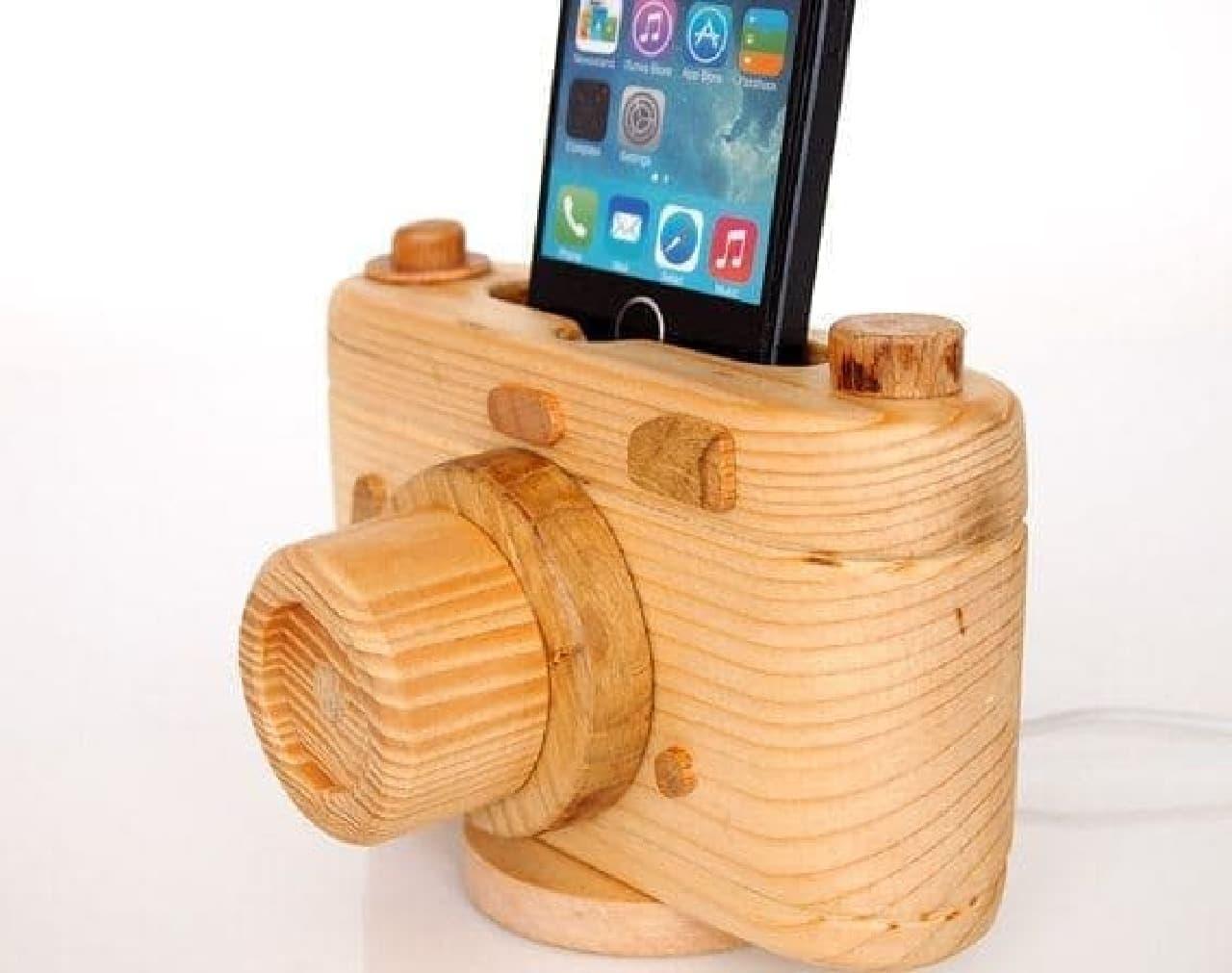 iPhone の見た目がカメラに!  「ビンテージカメラ iPhone ドック」