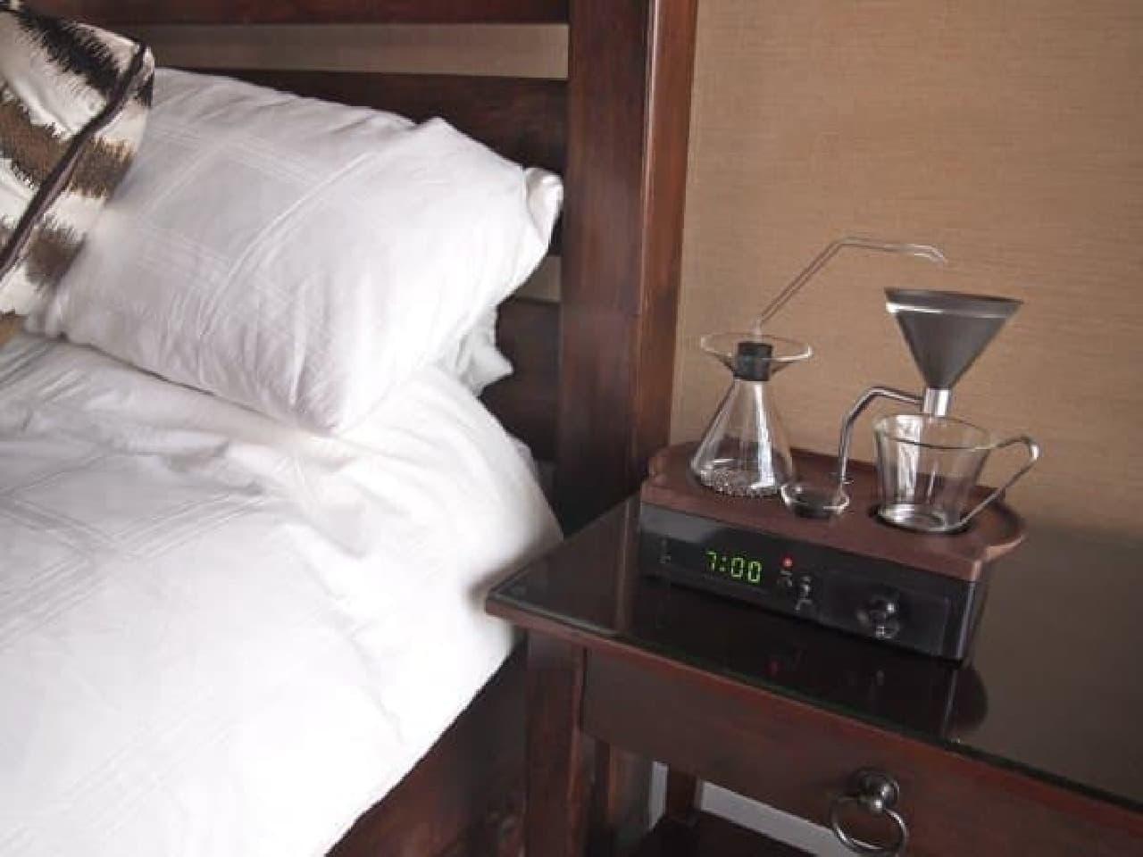 コーヒーの香りで起こしてくれる目覚まし時計「the barisieur」