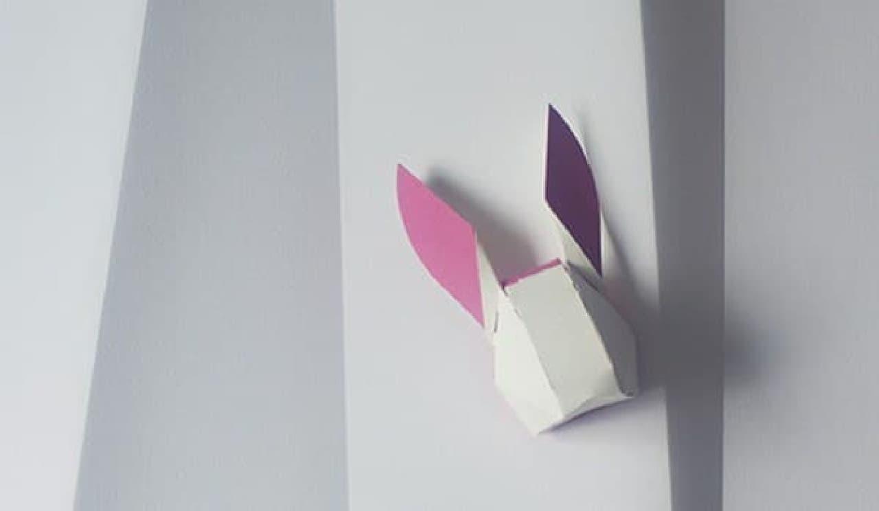 紙でできた動物の顔「head box」  ウサギがあなたを見守ります  (ペーパークラフト作家 和田恭侑さんの作品)