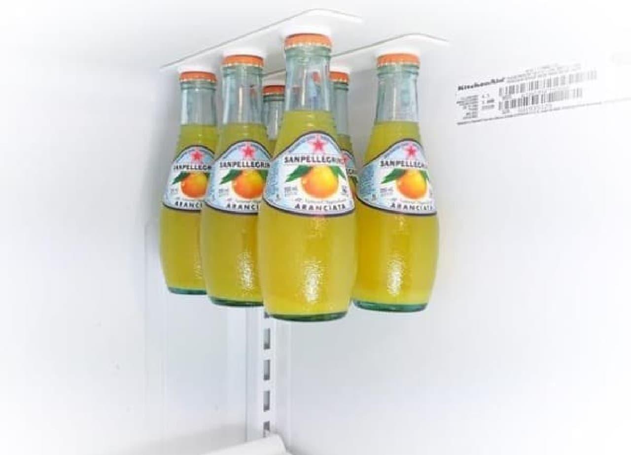 まとめて冷蔵庫の天井から吊り下げることができる