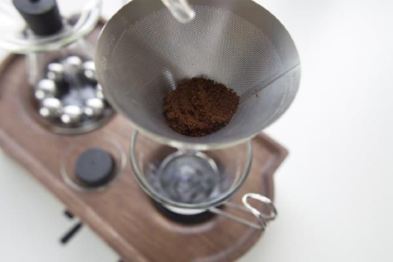 夜寝る前にコーヒー粉をセット
