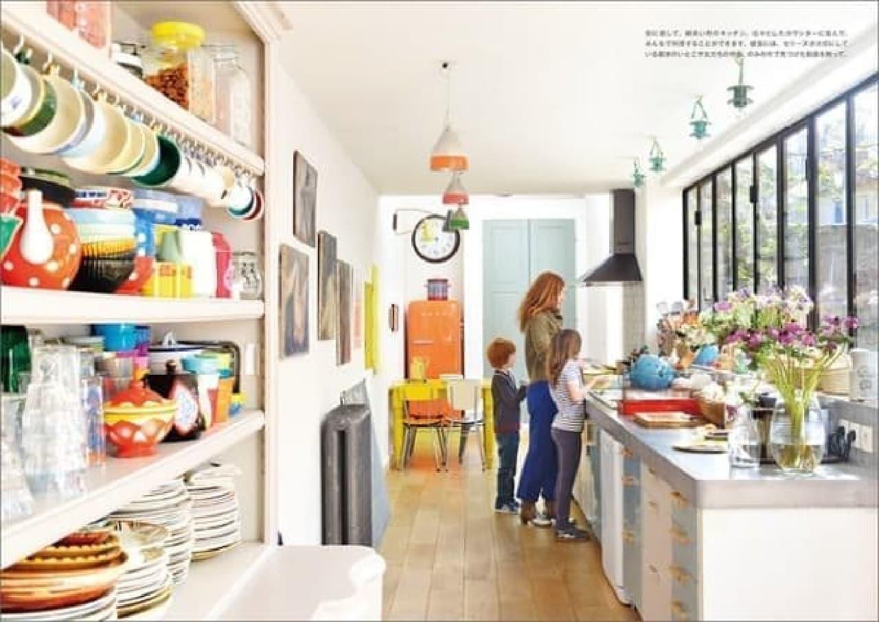家族で料理できる広々キッチン