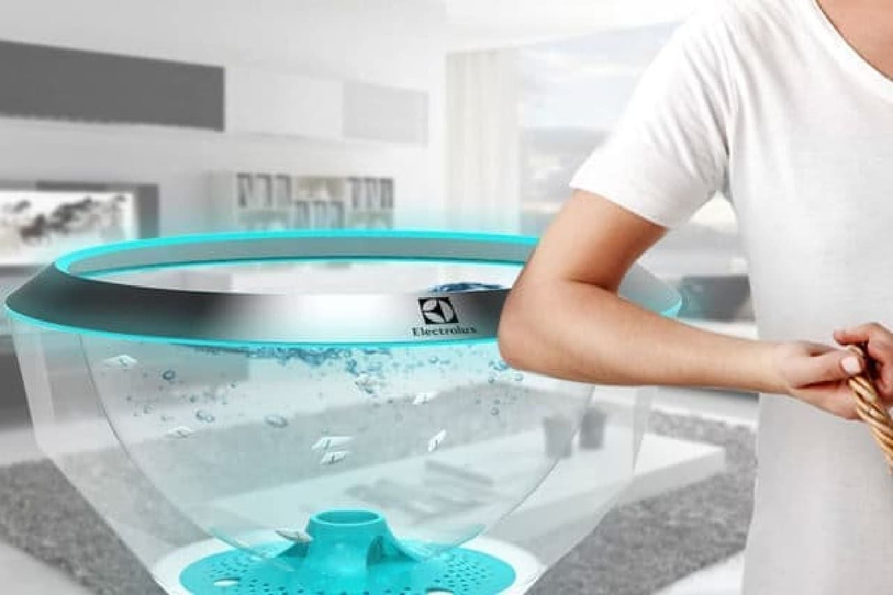 使わないときには、美しく泳ぐロボットフィッシュがリビングのインテリアに!