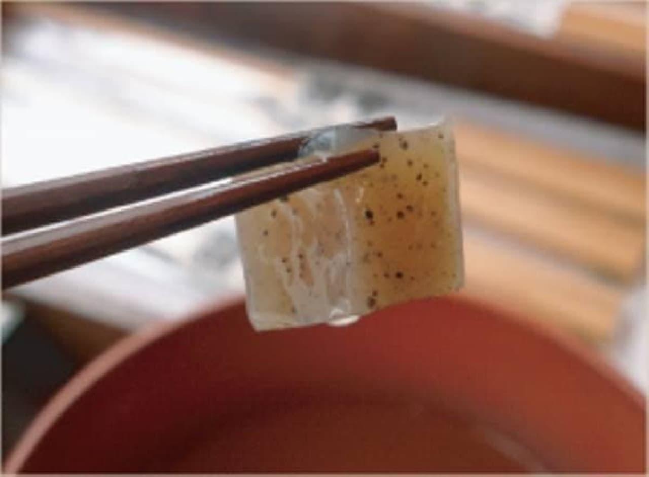 コンニャク・イカ・蕎麦が軽くつかめる